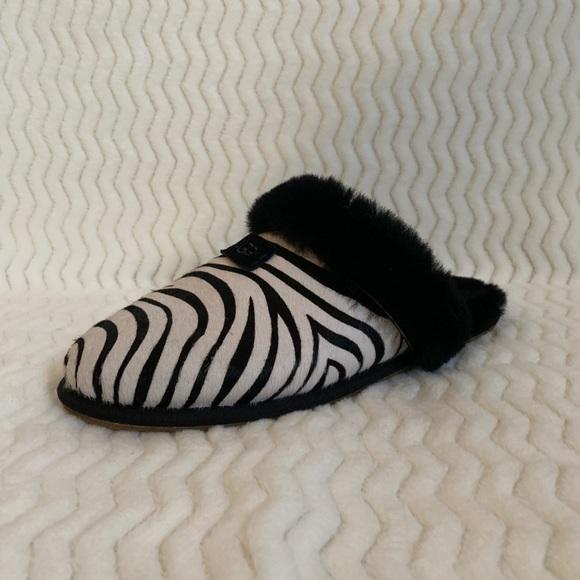 8b13483fdb9 UGG zebra print comfy slippers size 10